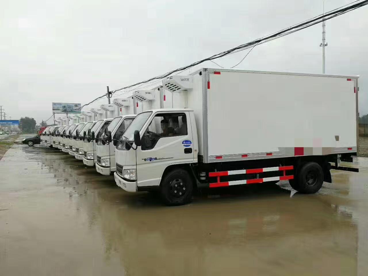 东莞大型运输公司采购28台江铃冷藏车