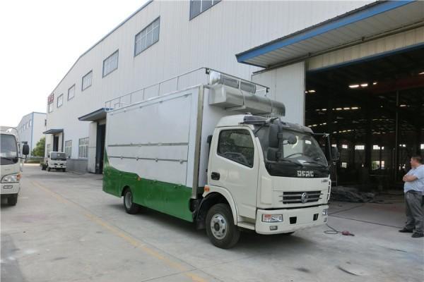 (厢长5.2米)东风D7 餐车