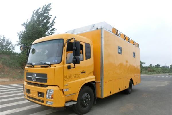 (厢长6.4米)东风天锦 餐车